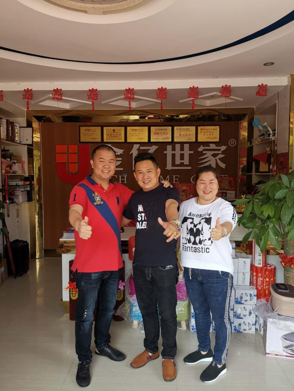 广东不锈钢入户门厂家金亿世家余总亲自走访各地经销商家人,聚力同心,共赢未来!